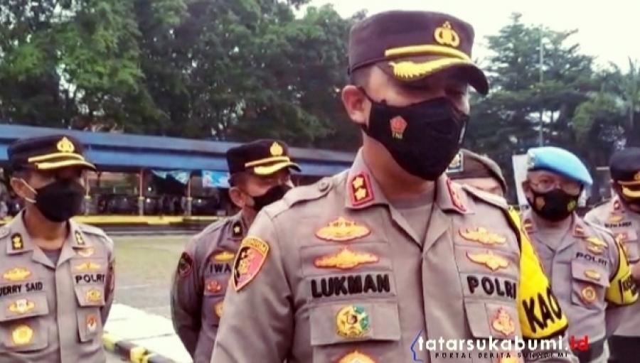 Petugas Sisir Alun-alun dan Ruas Jalan Siliwangi Palabuhanratu Pantau Pedagang dan Pembeli Takjil