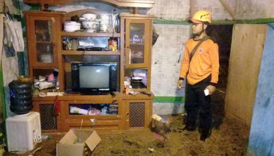 Dua Rumah Warga Sindangresmi Jampangtengah Alami Rusak Parah Akibat Longsor