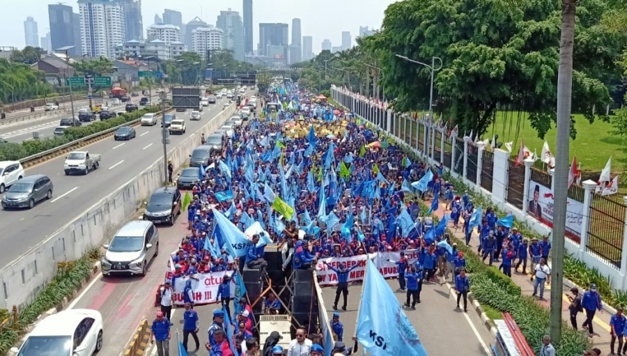 SPSI Sukabumi Soal Omnibus-Law, Buruh Geruduk Gedung Rakyat Senayan