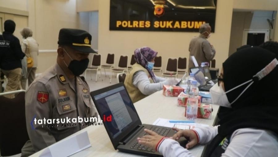 900 Personil Polres Sukabumi dan Jajaran Polsek Divaksin Sinovac