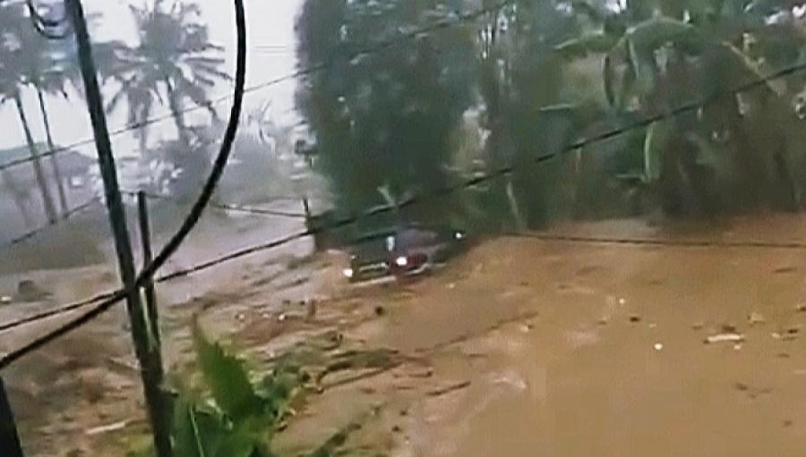 Sungai Citarik Meluap 6 Meter Banjir Bandang Terjang Puluhan Rumah Warga Sukabumi