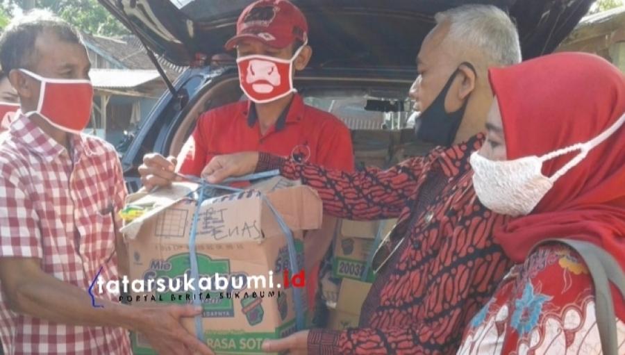 DPRD Kabupaten Sukabumi Setiap Hari Bagi-bagi 50 Paket Sembako dan Uang Tunai Selama Pandemi Covid-19