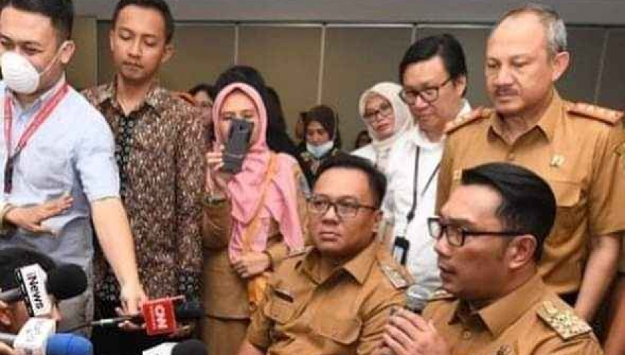 Ridwan Kamil Berikan 10 Ribu Masker ke Pemkot Depok, RK: Masyarakat Tetap Tenang Lakukan Kegiatan Rutin Seperti Biasa