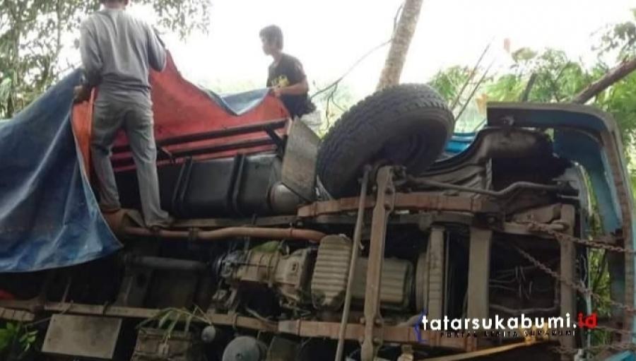 Breaking News! Fakta - Fakta Truk Pengangkut Logistik Pilkada Sukabumi Kecelakaan