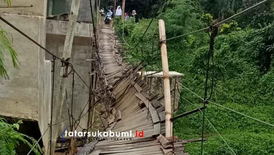Jembatan Gantung Sungai Ciseuruh Nyaris Putus