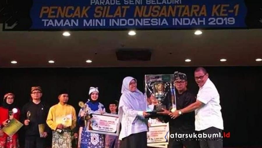 Pertunjukan Kolosal Pusaka Kujang Kancana dari Gapura Emas Sukabumi, Boyong Piala Ibu Tien Soeharto