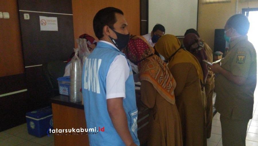 BNNK Sukabumi Test Urine Jajaran Dinas Pendidikan Kabupaten Sukabumi