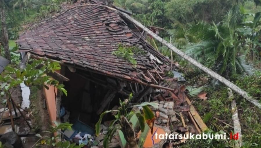 Longsor di Caringin Sukabumi Rusak 3 Rumah dan 1 Mushola
