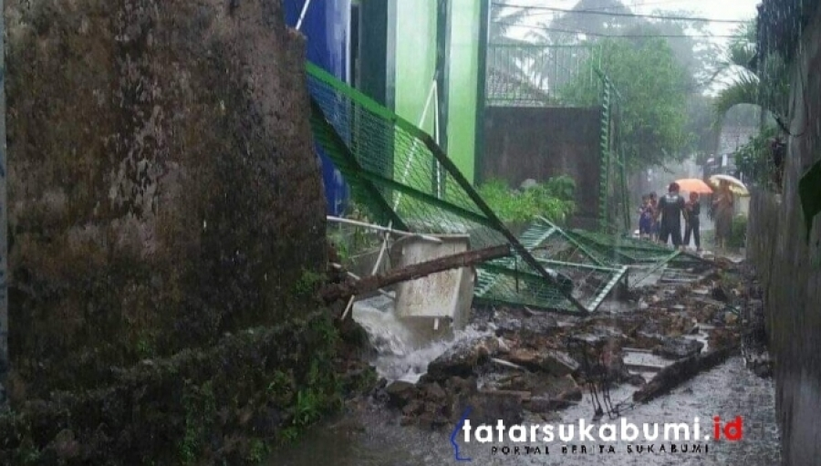 Akibat Hujan Angin Benteng Tembok SMAN 1 Nagrak Ambruk