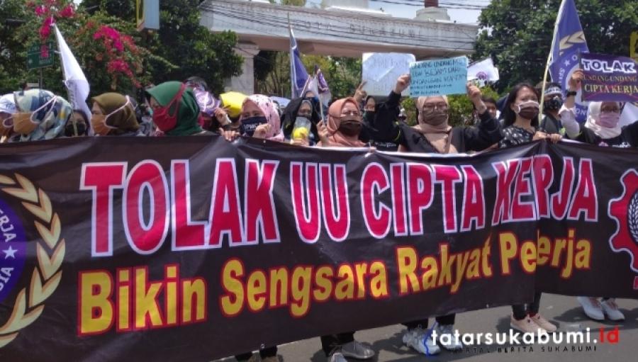 Demo Gabungan Buruh Tolak Omnibuslaw di Gedung Pendopo Sukabumi