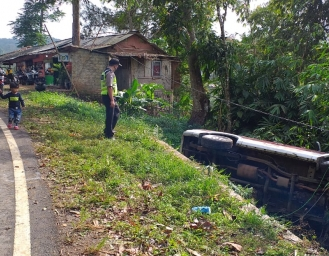 Rawan Kecelakaan Hati-hati Lintasi Jalan Waluran Sukabumi