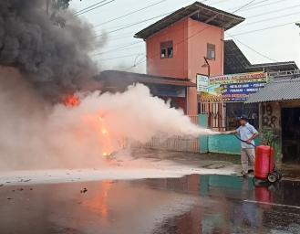 Mobil Avanza Terbakar Usai Isi Bensin Premium di Jalan Raya Sukabumi - Palabuhanratu