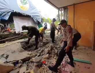 Ratusan Rumah Porak Poranda Akibat Gempa di Sukabumi, Polres Sukabumi dan Brimob Polda Jabar Turunkan Pasukan