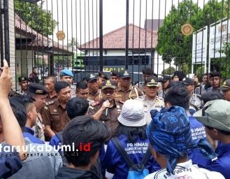 Himasi Demo Kejari Terkait Kelanjutan Kasus BPNT, Dugaan Korupsi Dinas Pariwisata dan Dugaan Honorer Fiktif Sekwan DPRD Kabupaten Sukabumi