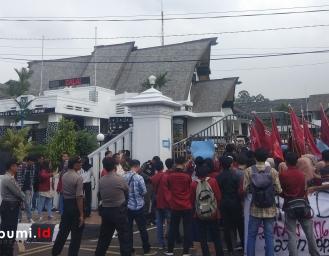 Mahasiswa Muhammadiyah Demo Pemkot Sukabumi Terkait Pasar Pelita