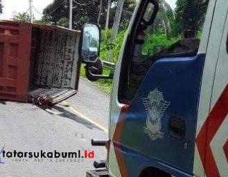 Truk Terguling di Jalan Palabuhanratu - Bayah