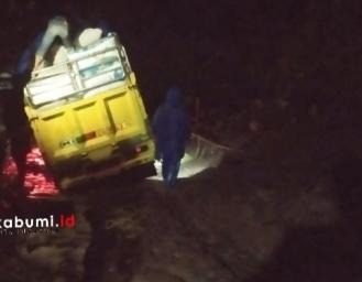 Longsor di Cisarakan Akses Jalan Menuju Palabuhanratu dan Jampang Terhambat