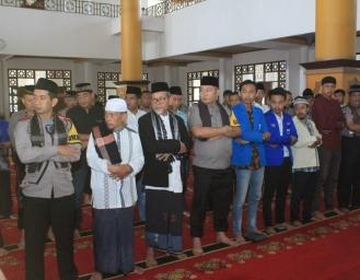 Mahasiswa Gugur Dalam Aksi Demo, Sukabumi Shalat Ghaib