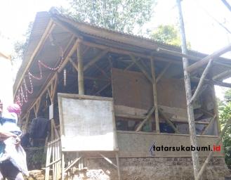 Ribka Tjiptaning Tinjau Sekolah Dari Bilik Bambu, DPRD Sukabumi : Harusnya Kita Malu