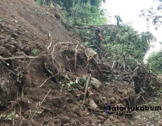 6 Titik Longsor, Akses Jalan Penghubung Desa di Simpenan Tidak Bisa Diakses Kendaraan