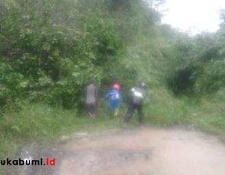 Tertimbun Longor Akses Jalan Desa Padabeunghar Jampang Tengah Tidak Bisa Dilalui Mobil
