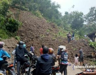 Breaking News! Longsor Tutup Total Akses Jalan Palabuhanratu - Kiaradua