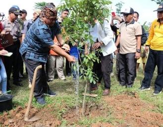 Pergerakan Tanah Nyalindung, Tanam Pohon Bagi Sembako Hingga Pagelaran Wayang Golek Dies Natalis 56 STH Pasundan Sukabumi
