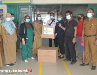 Bantu Alkes dan APD RSUD di Sukabumi, Ribka Tjiptaning : Rumah Sakit Tidak Boleh Bedakan Pasien BPJS dan Bayar Tunai