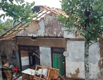 5 Rumah di Parungkuda Rusak Diterjang Hujan Angin