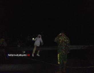 Breaking News! Tiang Listrik Tumbang Tutup Jalan Palabuhanratu - Sukabumi, Kabel Putus Wilayah Warungkiara Mati Listrik