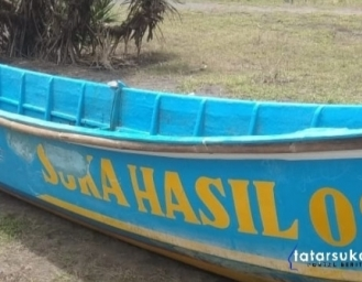 Kapal Nelayan Surade Diterjang Gelombang Nelayan Asal Lampung Dalam Pencarian