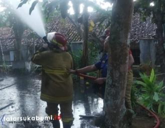 Rumah di Cikidang Sukabumi Terbakar
