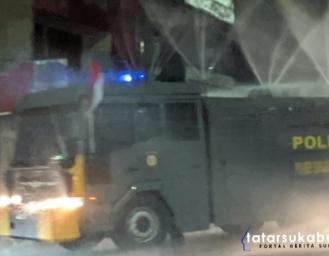 Ruas Jalan Protokol Kota Sukabumi Disemprot Water Canon Polisi