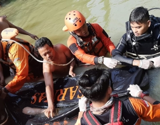 Tim SAR Evakuasi Korban Tenggelam Sungai Citarik Cikidang