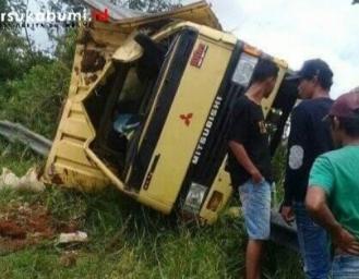Truk Pakan Udang Dari Tanggerang Kecelakaan di Puncak Buluh Sukabumi