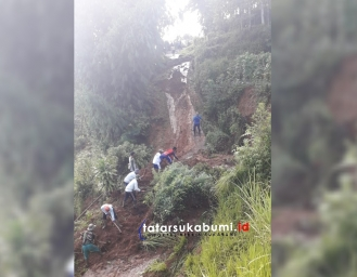 Longsor Gerus Sawah dan Timbun Jalan di Kabandungan Sukabumi