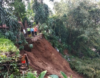 Tebing Longsor di Ciambar Sukabumi