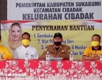 Dewi Asmara Bantu Yatim Piatu se-Kelurahan Cibadak Sukabumi