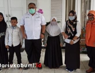 Bikin Mewek! Pelajar MI Cibadak Kumpulin Sampah Setahun Uangnya di Donasikan Untuk Penanganan Covid-19 Sukabumi