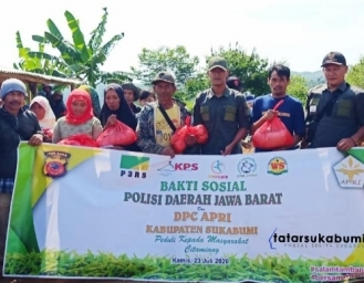 Polda Jabar dan Rakyat Penambang Distribusikan Bantuan Sosial di 8 Titik Kabupaten Sukabumi