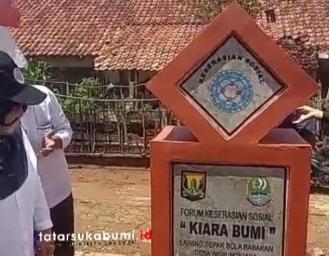 Forum Keserasian Sosial Desa Warungkiara Sukabumi Terima Bantuan Lapangan Sepak Bola