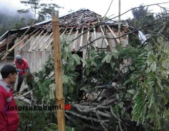 9 Rumah Diterjang Angin di Cicurug dan Curugkembar BPBD Himbau Masyarakat Tingkatkan Kewaspadaan