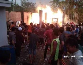 Kebakaran Gudang dan Garasi Mobil di Ciemas Sukabumi