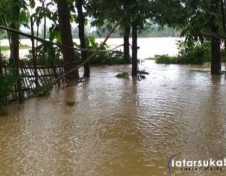 Sejak Siang Hingga Malam Air Belum Surut Banjir Melanda Ciemas Sukabumi