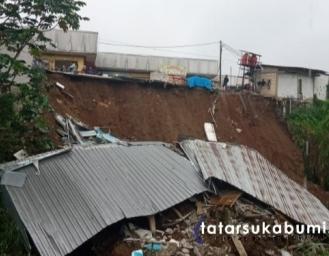 Kios Pasar Parungkuda Sukabumi Terjun Bebas Masuk Sungai, BPBD : Ini Seharusnya Tidak Terjadi Kalau Dari Awal Pembangunannya Sesuai