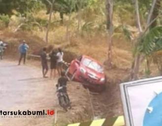Hati-hati Perbaikan Jalan di Kawasan Geopark Ciletuh