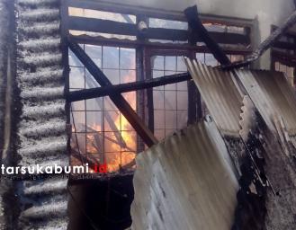 Rumah di Purwasari Cicurug Dilalap Api
