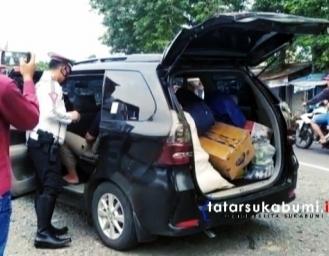 Polisi Perketat Penjagaan di Cek Poin Akses Masuk Palabuhanratu Surade