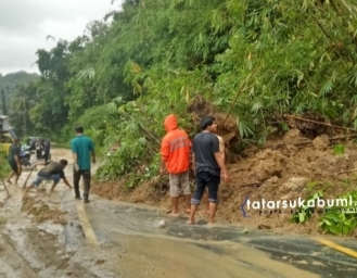 Tebing Longsor Tutup Akses Jalan Surade - Tegalbuleud