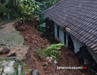 Tebing Longsor Timpa Rumah Warga di Gegerbitung Sukabumi